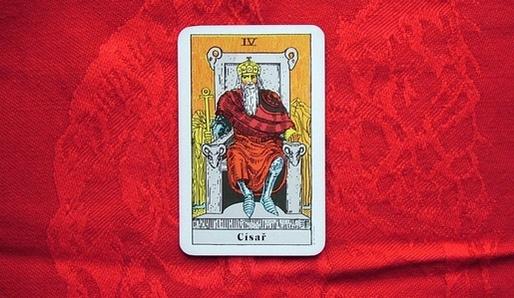 IV - CÍSAŘ (He = Beran, Aries) - Tarot