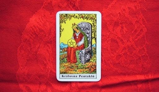 Tarot Královna pentaklů