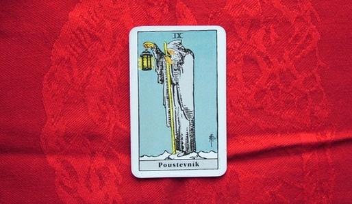 IX - POUSTEVNÍK (Jod = Panna, Virgo) - Tarot