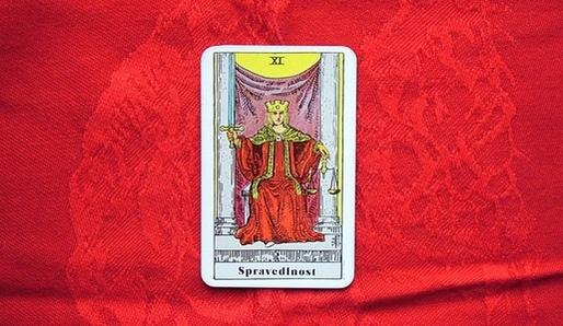 XI - SPRAVEDLNOST (Lamed = Váhy, Libra) - Tarot